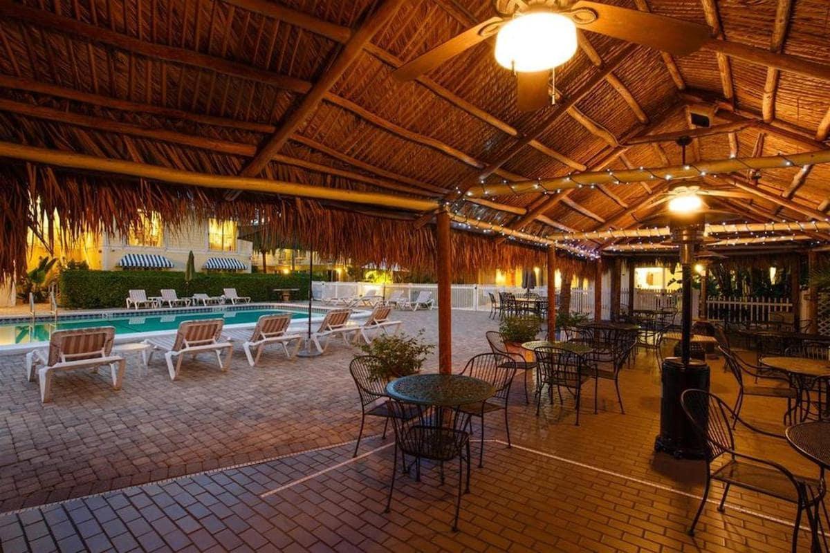 Naples Garden Inn Tiki Hut Area at Night